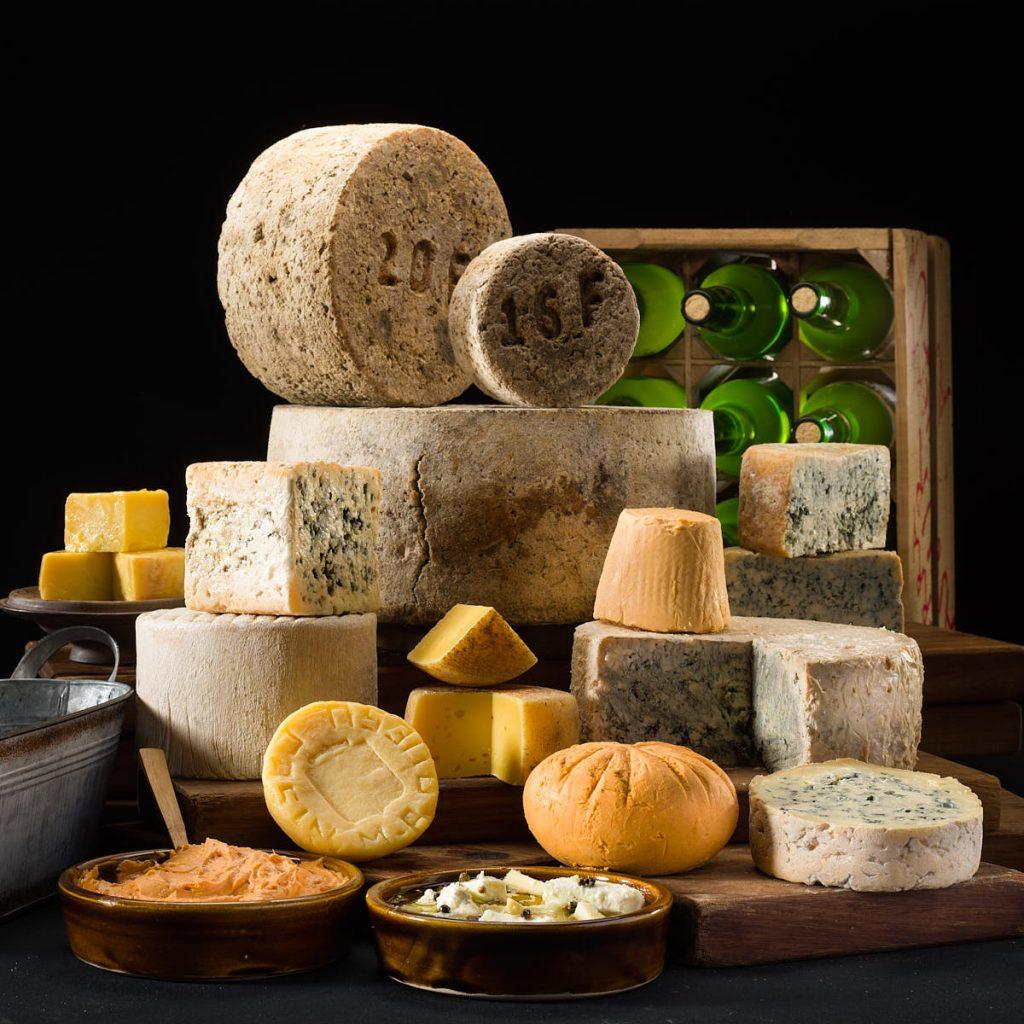 bodegón de quesos artesanos de Asturias