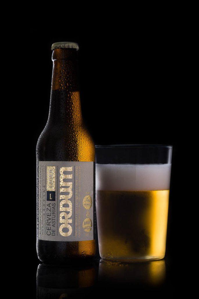 foto botellín de cerveza artesana y vaso