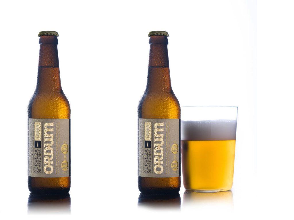 imagen cerveza artesana sobre fondo blanco