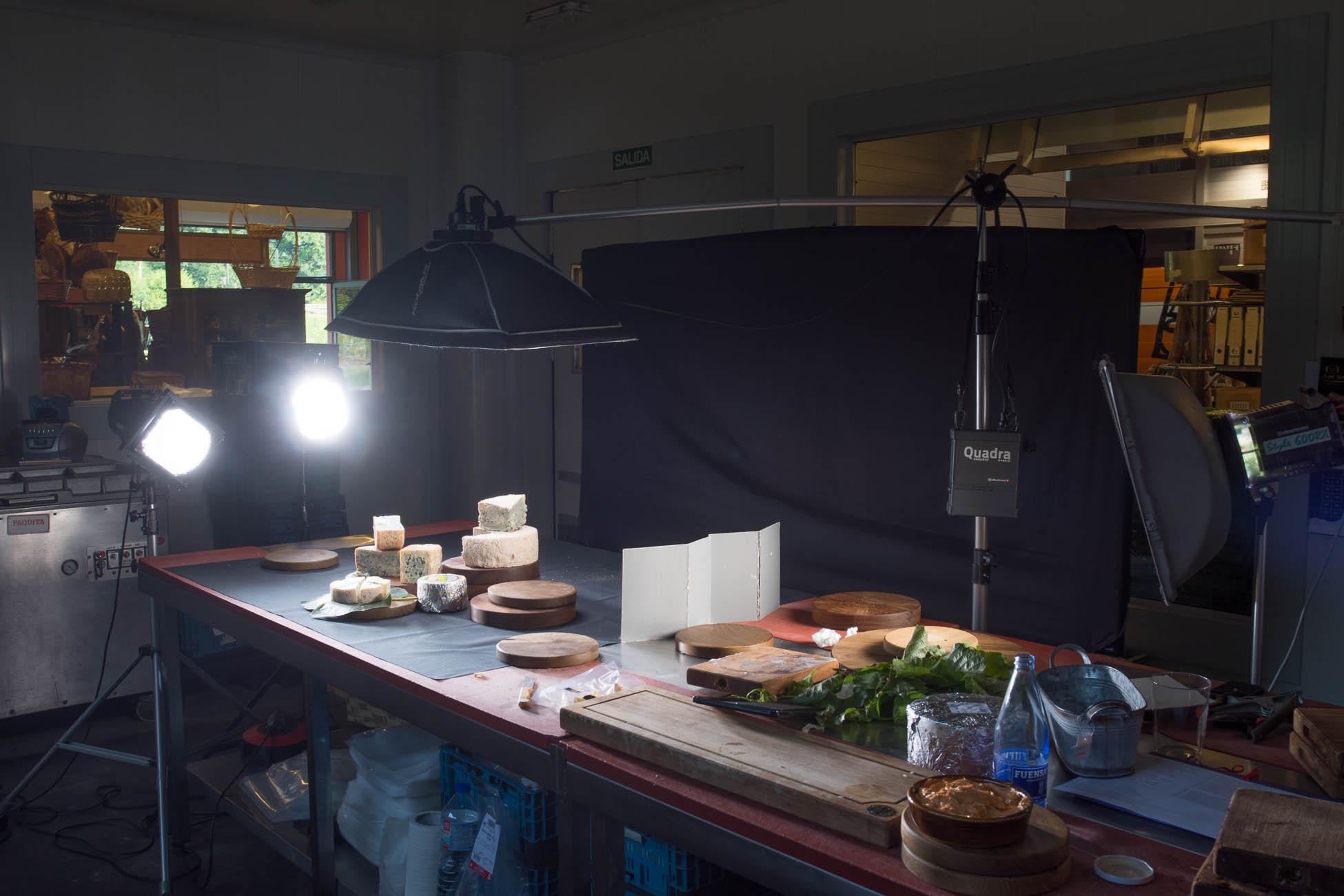 Fotografía Making Of montaje bodegón de quesos asturianos