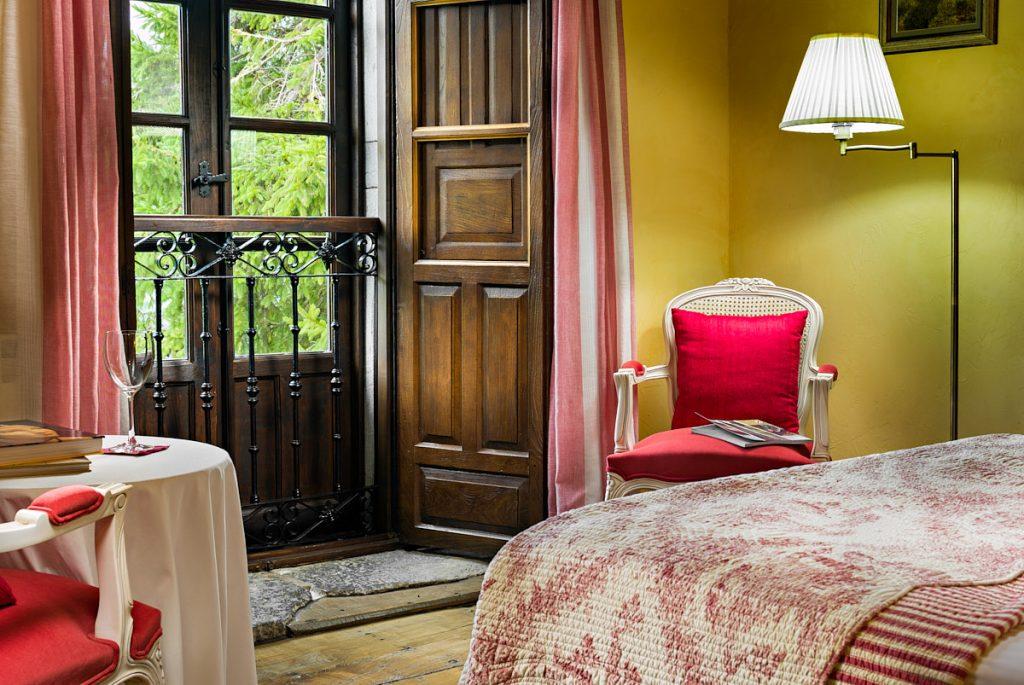 Detalle de un interior de habitación en hotel rural de Asturias