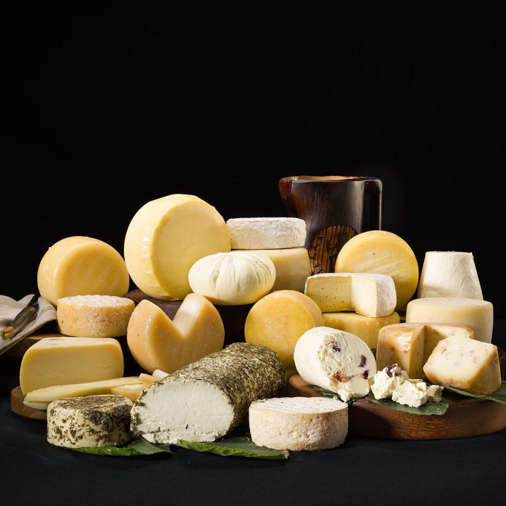 Fotografía bodegón quesos asturianos