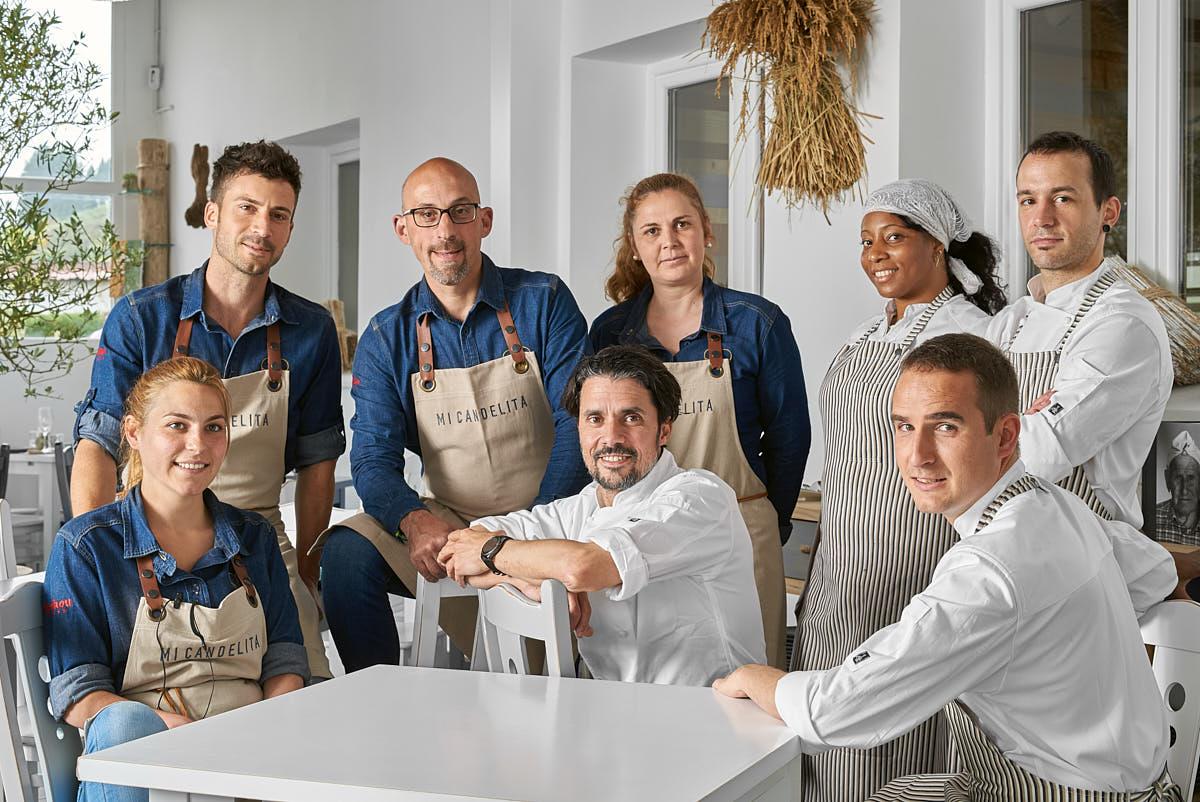 Retrato del equipo del restaurante Mi Candelita en Asturias