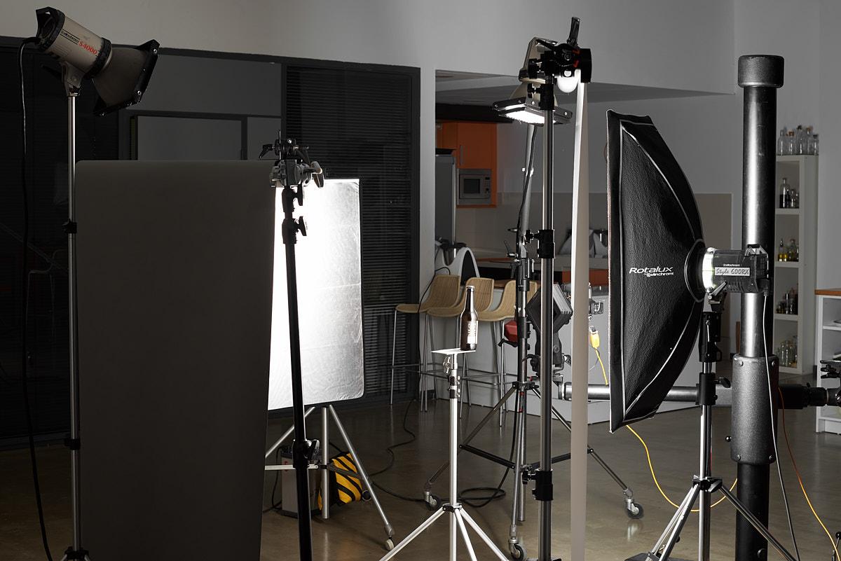 Fotografía Making of de una sesión fotografía de estudio para marcas de bebidas