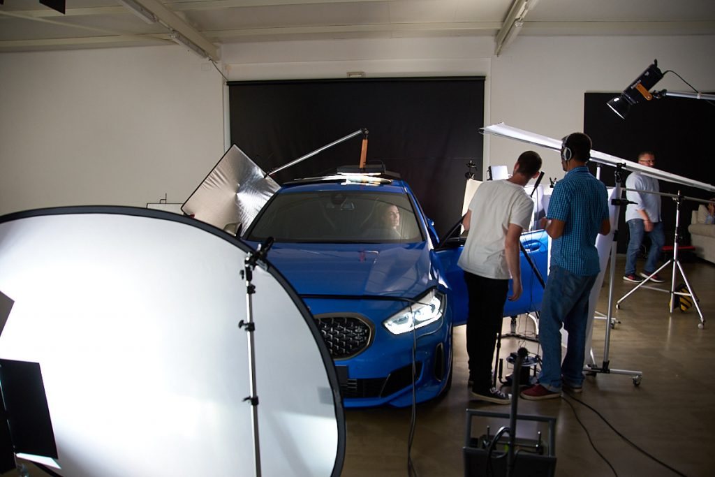 set de iluminacion en una grabación de video corporativo BMW