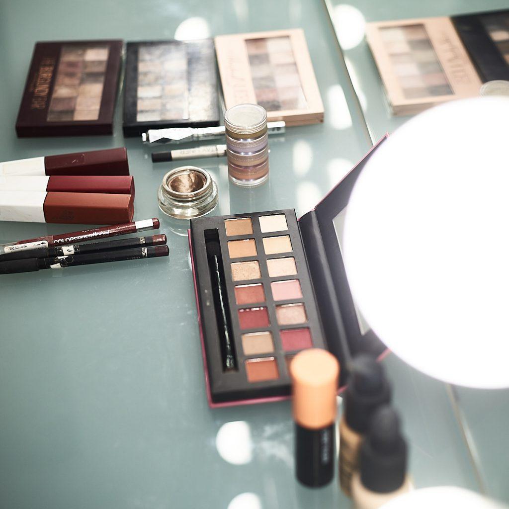 Maquillaje en el estudio de Alejandro Braña para sesión de retrato corporativo