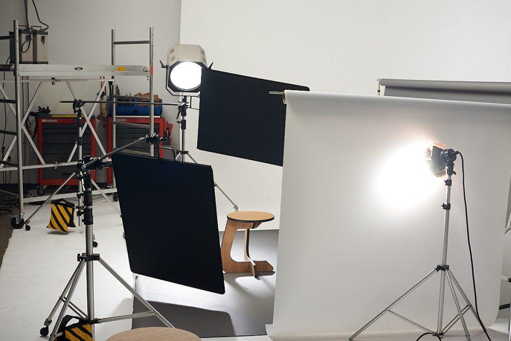 Making of sesión fotografía producto sobre fondo blanco en estudio.